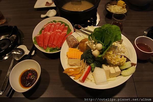 梅花豬肉&季節時蔬百匯盤