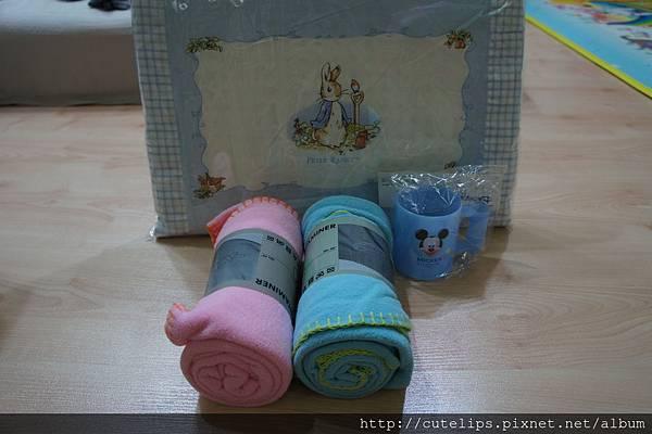 幼稚園用的枕頭與棉被、漱口杯