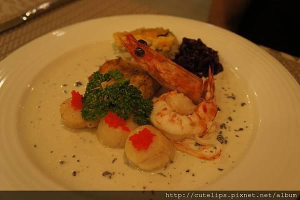 阿拉斯加鱈魚佐松露奶油醬汁+澎湖虎斑明蝦
