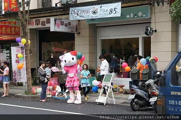 隔壁剛開幕童裝店