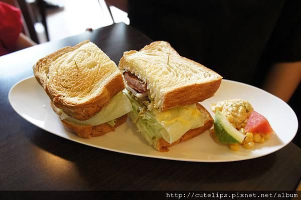 里肌肉丹麥三明治