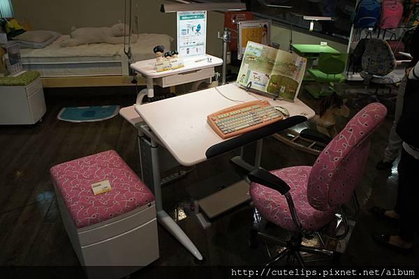 HOLA展示桌