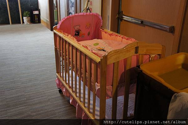 別的房客借的嬰兒床