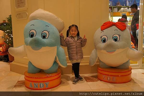 小希超愛這兩隻海豚的