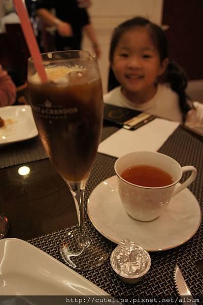 特調漂浮冰咖啡&香山有機熱紅茶