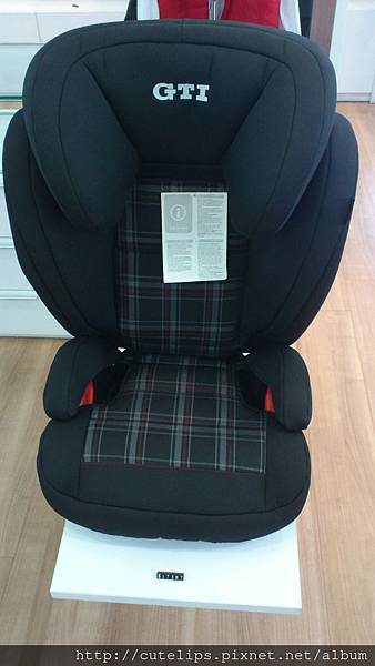 VW成長型安全坐椅正面