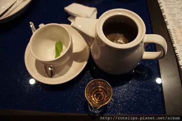 熱洋甘菊花草茶