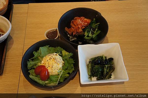 副菜~韓式醬菜雙拼、馬鈴薯沙拉&黑豆芝麻拌鮮蔬102/6/30