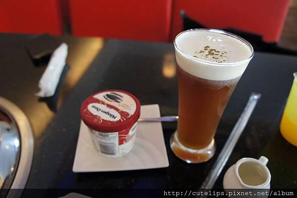 奶蓋紅茶&Haagen-Dazs冰淇淋(巧酥口味)
