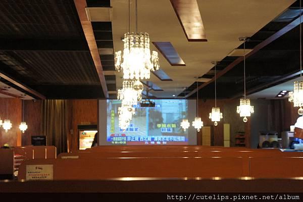 二樓用餐區-大螢幕