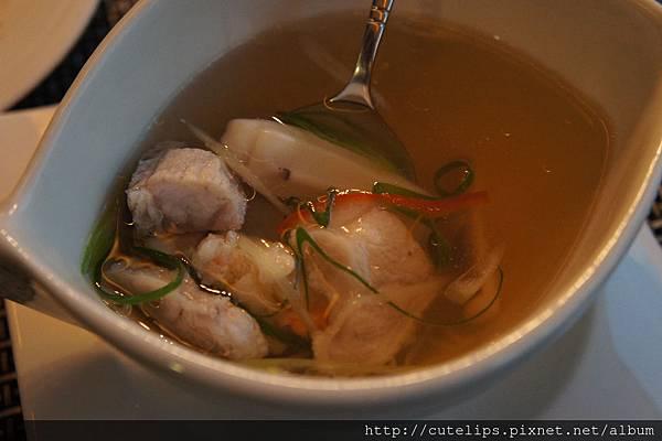 海鮮清湯的料還真不少