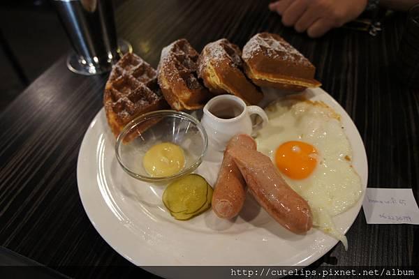 慕尼黑白腸鬆餅(附太陽蛋)