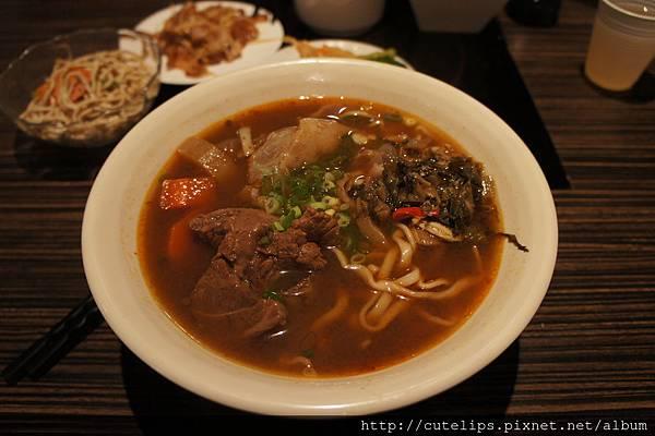 川味紅燒牛筋肉麵