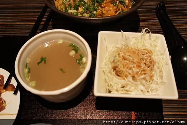 丼飯所附清湯、高麗菜絲
