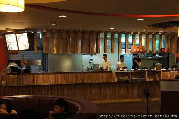薈麵館取餐區