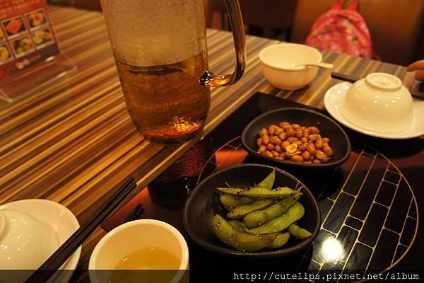 免費招待的熱茶&小菜
