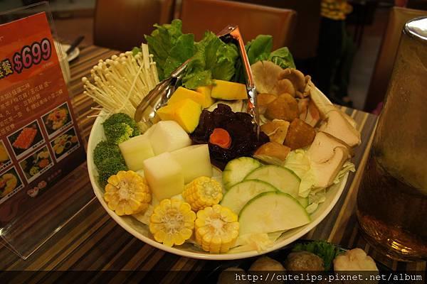 蔬菜菌菇拼盤