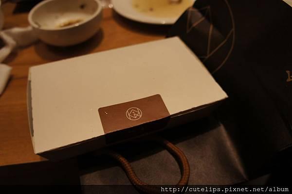 消費滿3000元贈送的紅酒牛肉一盒102/11/23