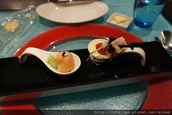 開胃菜~燻雞優格蔬果&魚子醬鮭魚球