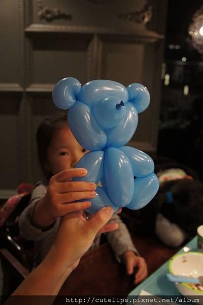 可愛的氣球小熊