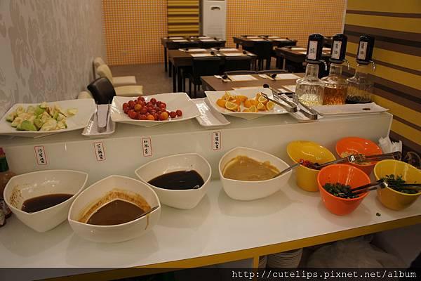 醬料區&自助水果區