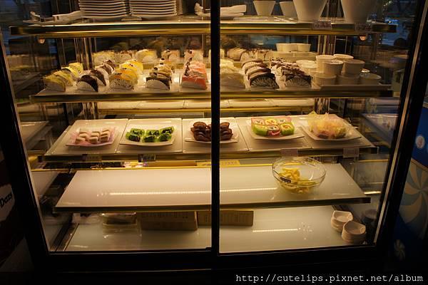 蛋糕、水果櫃