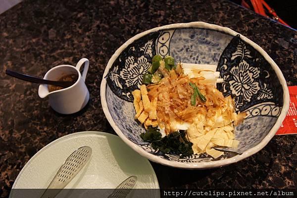 特製洋蔥醬豆腐沙拉