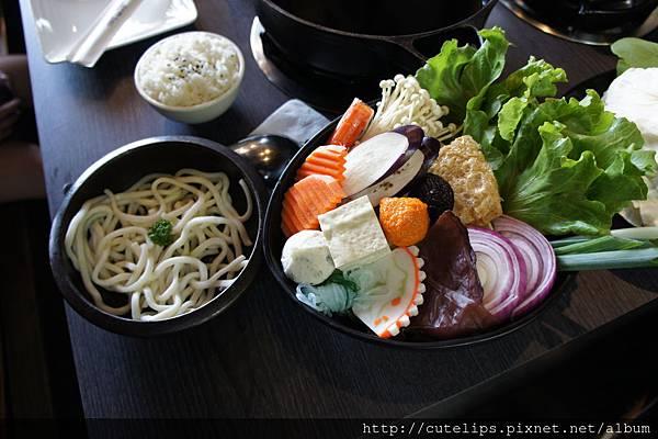 壽喜燒的野菜盤+單點烏龍麵