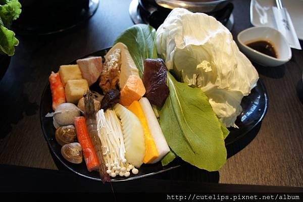 梅花豬肉和風燒鍋-野菜盤