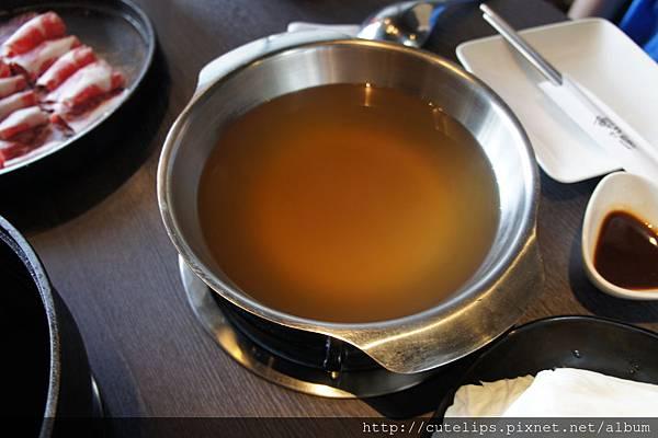 梅花豬肉和風燒鍋-湯底