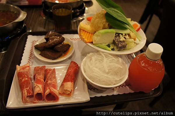 麻辣鍋-牛肉+菜盤&單點鴨血
