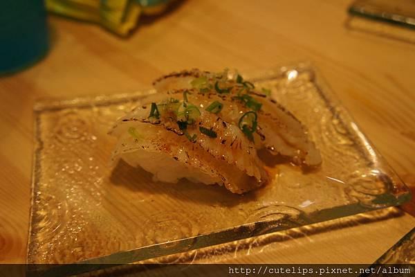 炙燒比目魚鰭邊肉握壽司