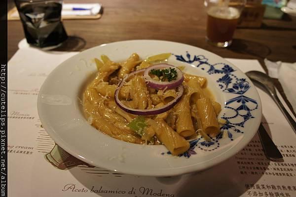阿爾巴牛肝菌奶味義大利水管麵