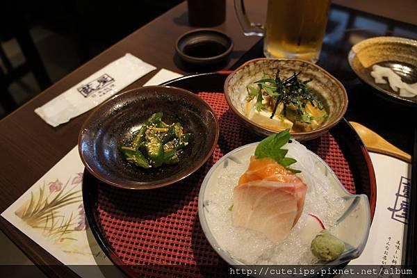 先付-鮭魚&季節魚刺身、金茸秋葵、水菜胡麻豆腐