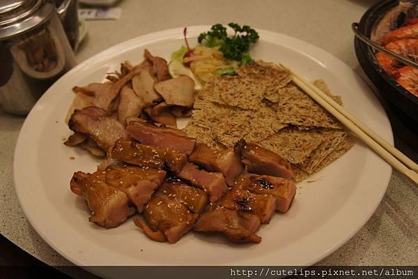 松阪豬、烤雞腿&吻仔魚乾片拼盤