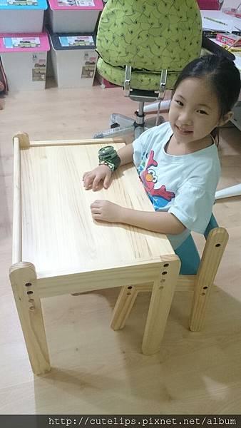 小希的新桌子