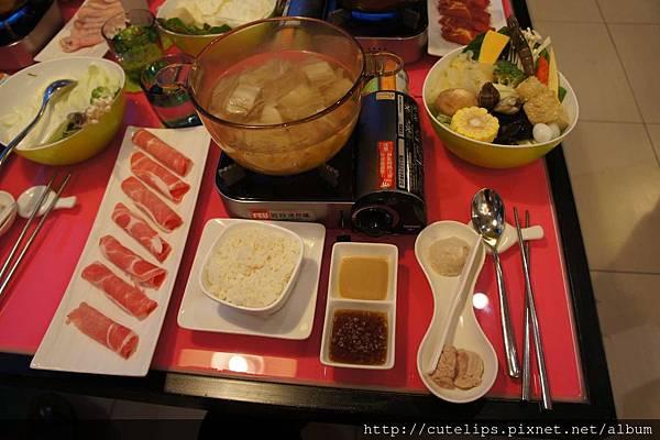 酸菜白肉火鍋+梅花豬肉