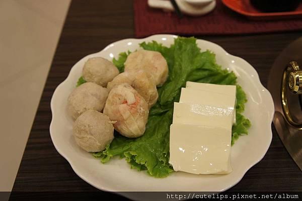 手工燕餃/台糖豬肉貢丸/絹豆腐