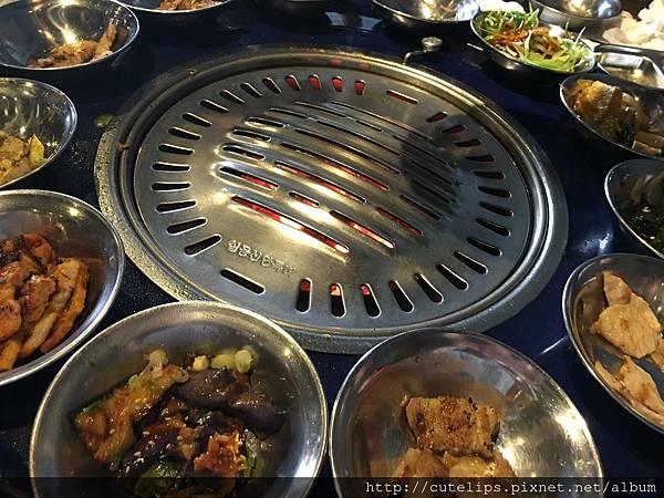 不同種類的肉不同的烤網