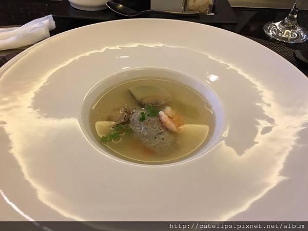 主廚特製湯品-海鮮清湯