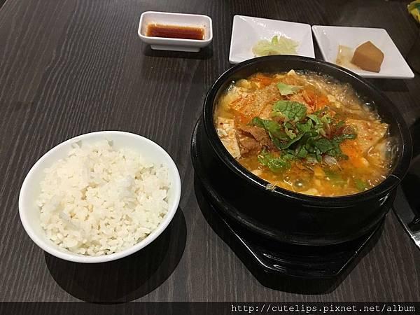 豆腐鍋(附白飯)