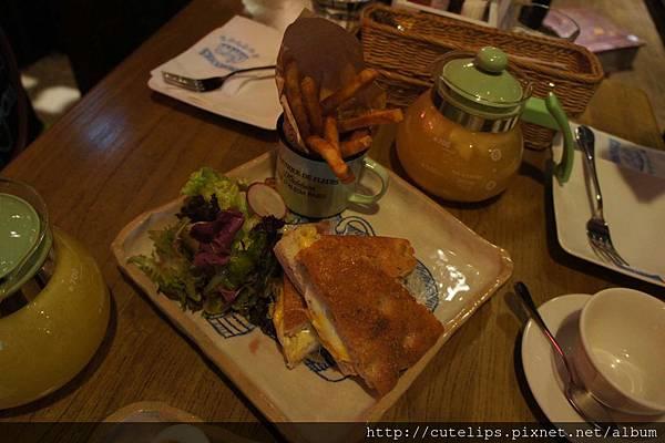 綜合新鮮乳酪三明治