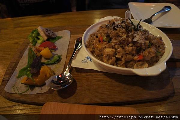 蘑菇牛肝菌雞肉燉飯