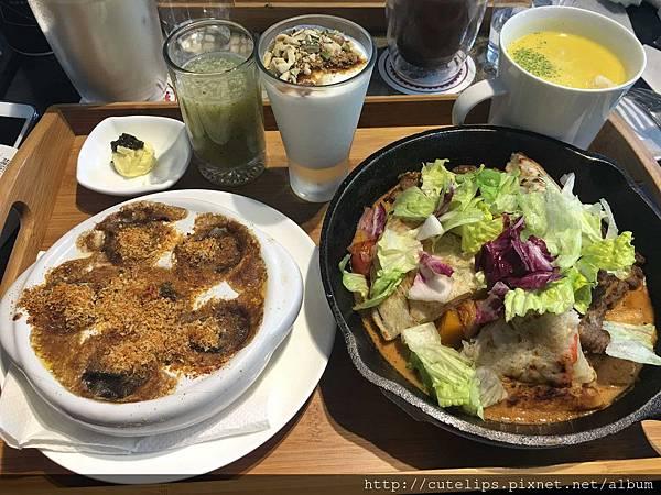 韓國泡菜牛肉佐海鮮煎餅配法式焗烤田螺