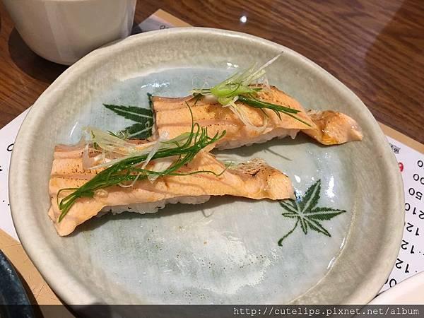 炙燒鮭魚腹壽司105/3/27