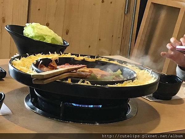 隔壁桌的李光洙愛情(雙倍起司)春川炒雞排鍋