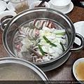 蒸熟後的海鮮鍋第一層