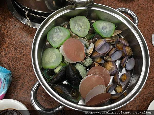 蒸熟後的海鮮鍋第二層
