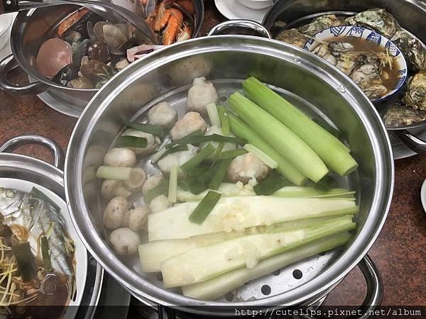 蒸熟後的海鮮鍋第六層