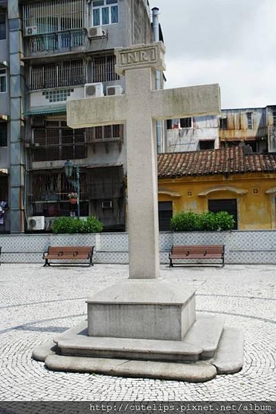 大堂前地廣場-石雕十字架